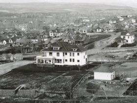 Sturgis House (center) in 1917, which has now been protected under the State Supreme Court Ruling. Photo courtesy Umatilla County Historical Society (Image 1990.059.1383).