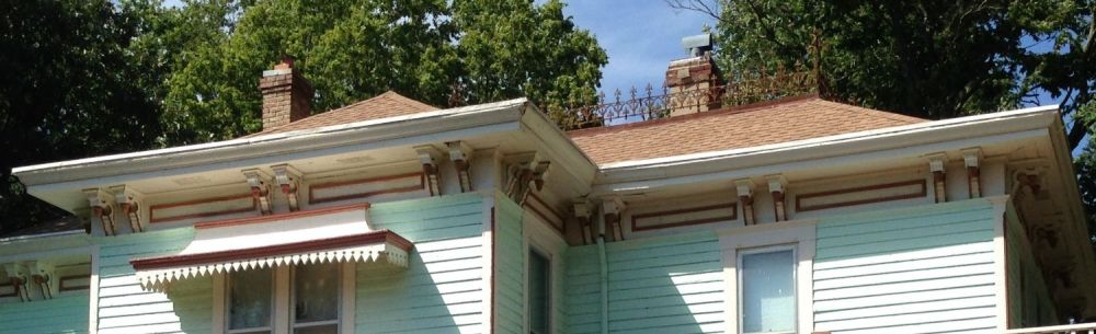 In this image I invite you to notice two things. To the left, and above the double windows, is a curved awning. You see these in archival images but is is incredibly rare to find such an awning intact in 2014. It takes my breath away. Second, over to the right, and on to of the roof, you will see, OMG, the original iron cresting!!!!!!!!!! This is almost never intact! 617 would have, likely, had such cresting.