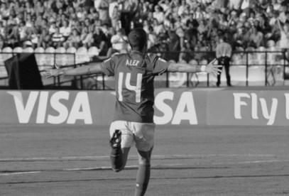 Alex celebrating his goal (POR-FRA)