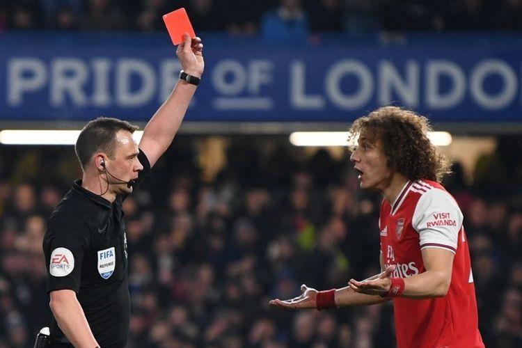 David Luiz dikeluarkan, imbang 10 pemain Arsenal di Chelsea dengan gol Bellerin