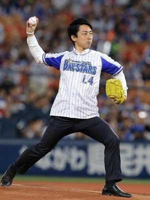 小泉進次郎 始球式