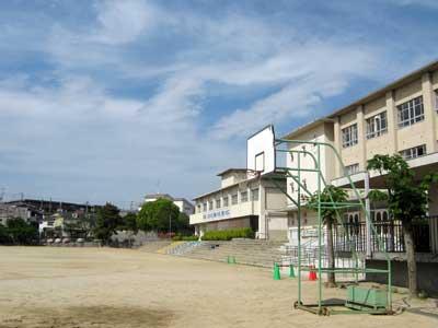 寝屋川市立第六中学校