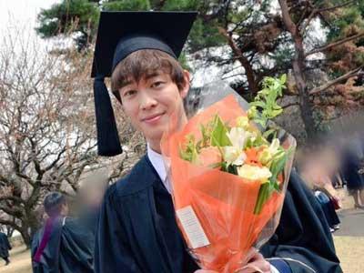宮沢氷魚 大学時代 卒業式
