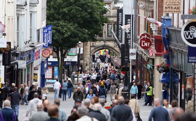 High street experiences first footfall uptick since 2011