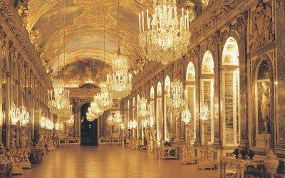 Petit Versailles Brand Logo Poll