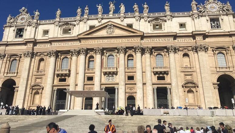 In Parlamento una mozione per obbligare i preti a denunciare i pedofili ai magistrati