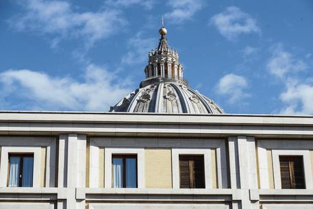 Vaticano: Le Iene, testimonianze su abusi a chierichetti Papa