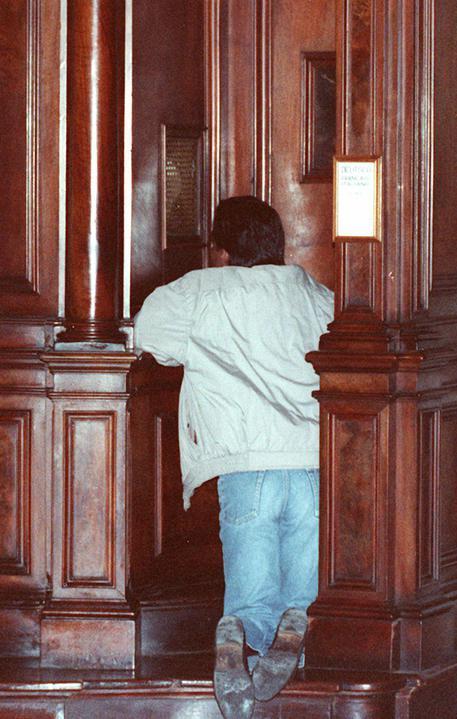 Picchia bimbi durante catechismo, denunciato sacerdote