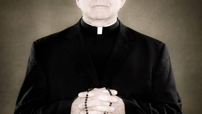In Curia la lista dei preti gay: ecco le loro diocesi - Tra loro anche un monsignore ai domiciliari per abuso di minore