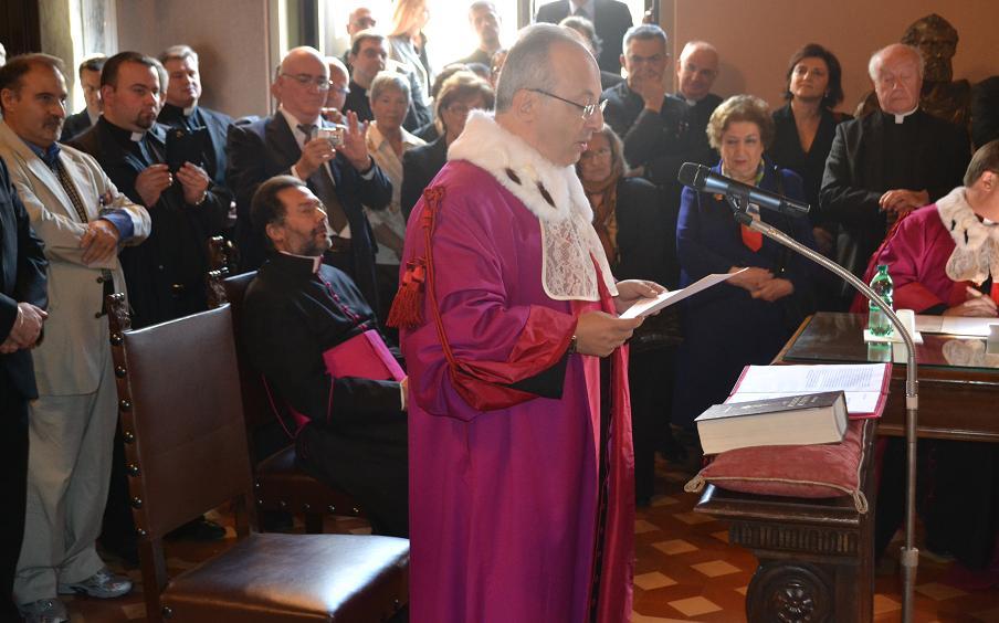 Molestò un 18enne, monsignore condannato
