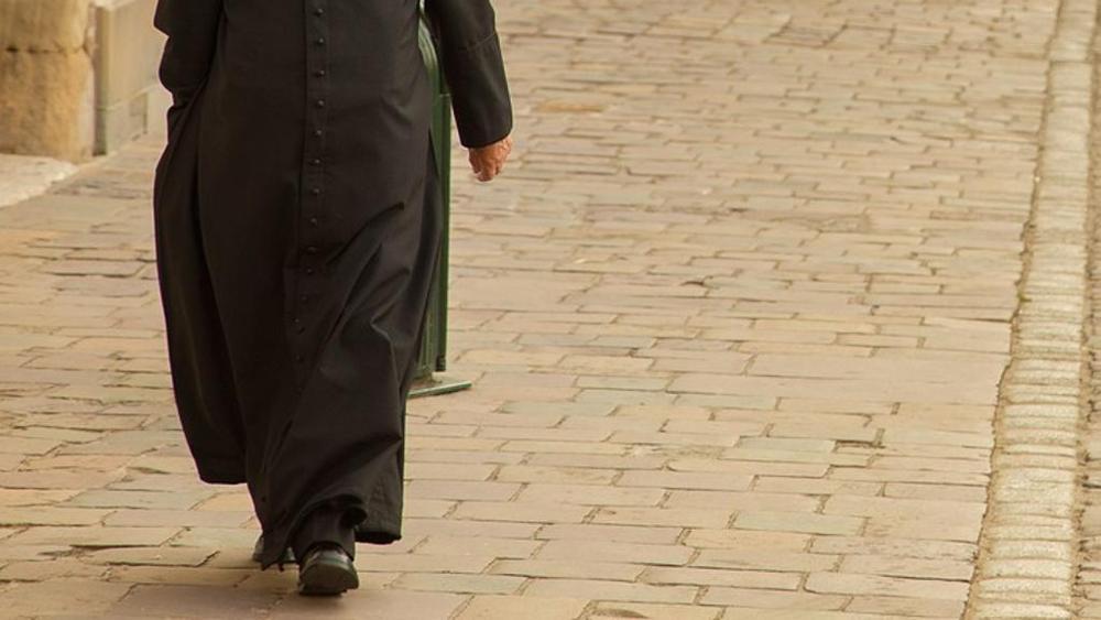 Germania, ex prete condannato per abusi su minori e aggressione