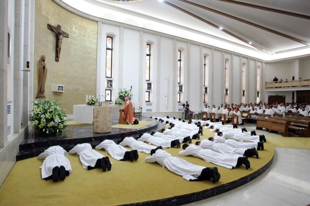 La giustizia italiana porta al banco i massimi esponenti dei Legionari di Cristo per insabbiamento in un caso di pedofilia