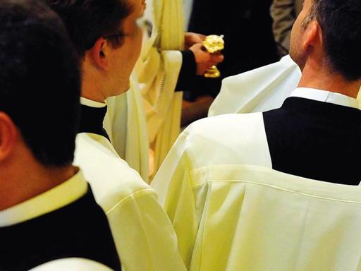 «Dossier falso sul prete di Monte di Dio»: imputati un sacerdote e un carabiniere