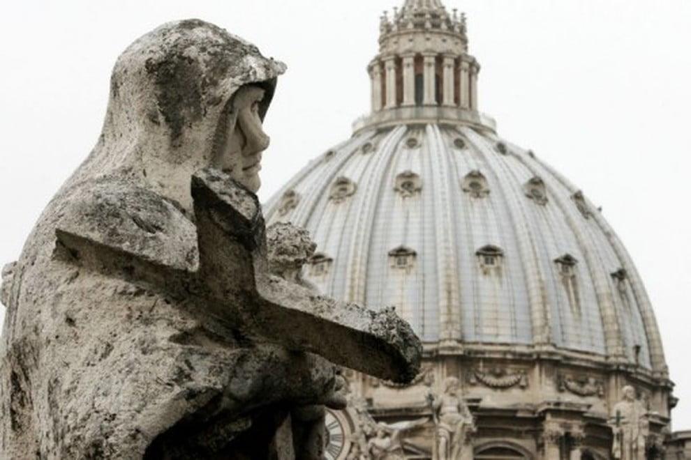 Il Vaticano respinge vittime della pedofilia, protesta a San Pietro