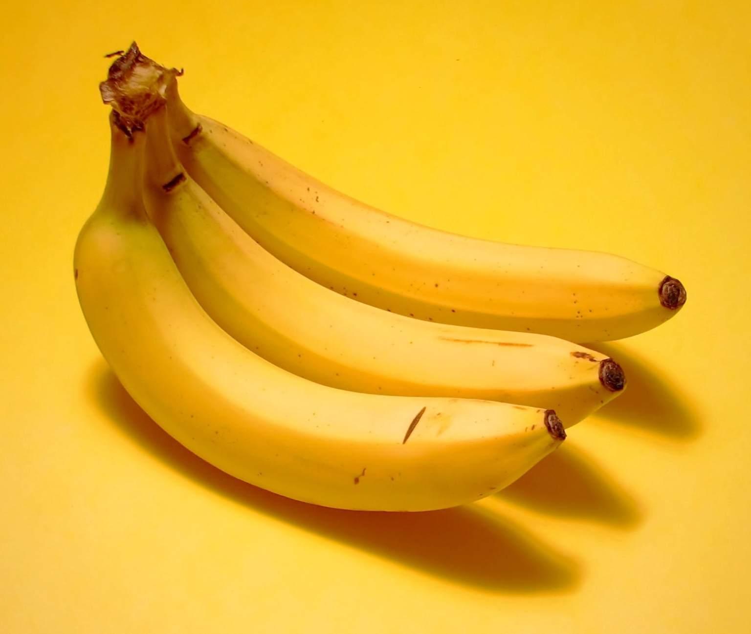 10 Motive pentru care ar trebui să mâncăm 3 Banane zilnic!