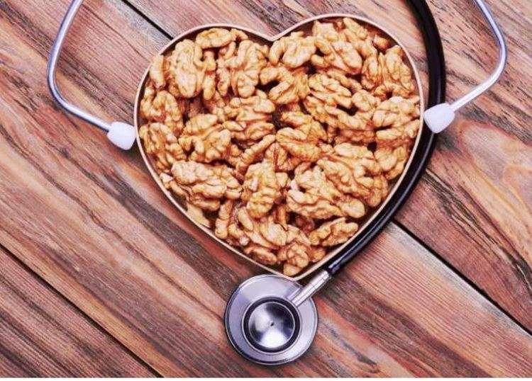 Iată 12 Lucruri care se vor întâmpla corpului tău dacă vei mânca 2 nuci pe zi
