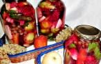 Muraturi asortate cu multe legume si fructe aromate