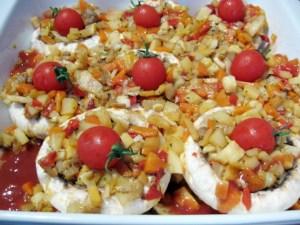 Ciuperci-umplute-cu-legume-in-sos-de-rosii-3