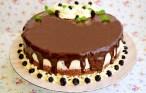 Tort cu ciocolată albă și amăruie și afine