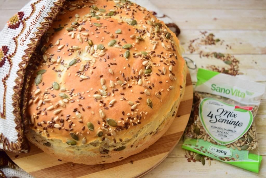 Pâine de casă cu patru feluri de semințe