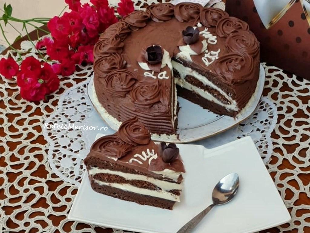 Tort aniversar cu cremă de vanilie și ciocolată