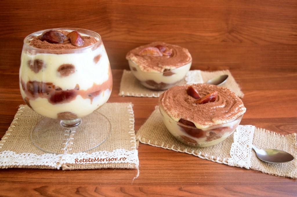 Tiramisu la pahar cu prune în sos caramel