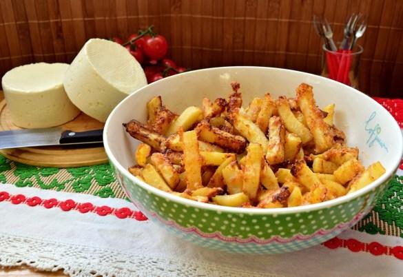 Cartofi în crustă de parmezan cu boia afumată