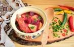 Borș de cartofi cu sfeclă roșie și costiță afumată