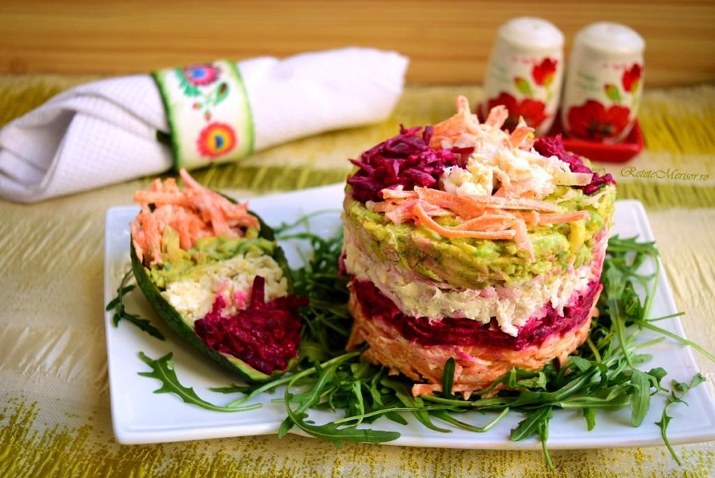 Salată de crudități cu brânză și rucola