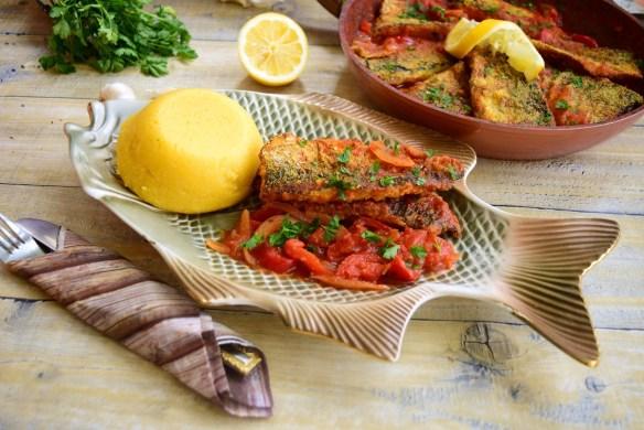 File de macrou în sos de roșii cu ardei