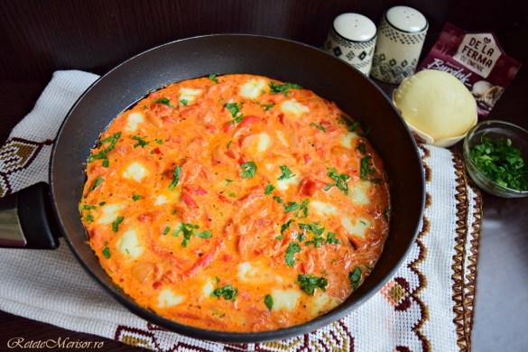 Mâncare de ardei copți cu brânză de burduf