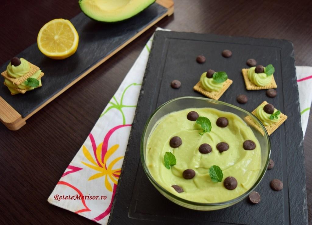 Cremă de avocado cu banane