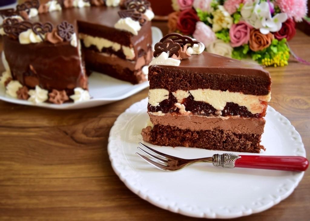 Tort cu ciocolată și jeleu de vișine
