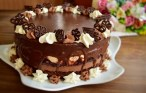 Tort ciocolatos cu jeleu de vișine