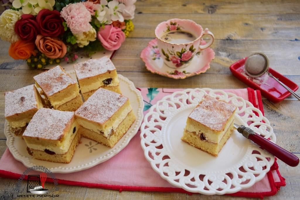 Prăjitură cu aluat turnat și brânză