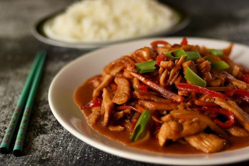 Mancare chinezeasca cu pui si legume