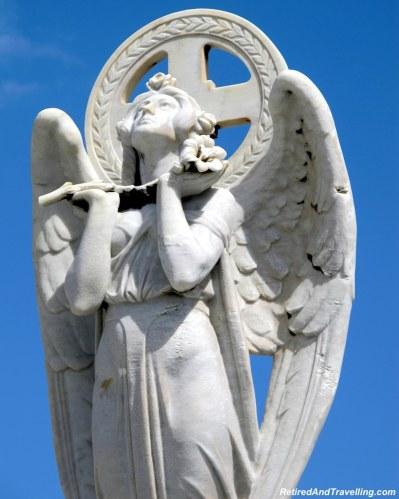 Cementerio Santa Maria Magdalena de Pazzis Cemetery - San Juan cemetery statues.jpg