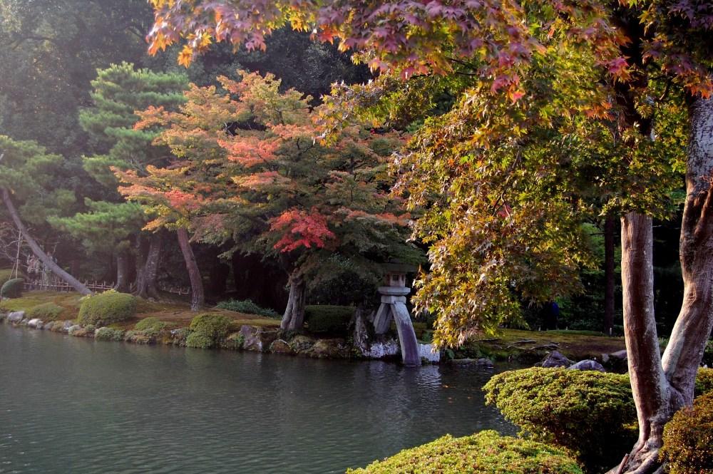 Six Attributes Garden - Kenrokuen Garden (兼六園) in Japan (2/6)