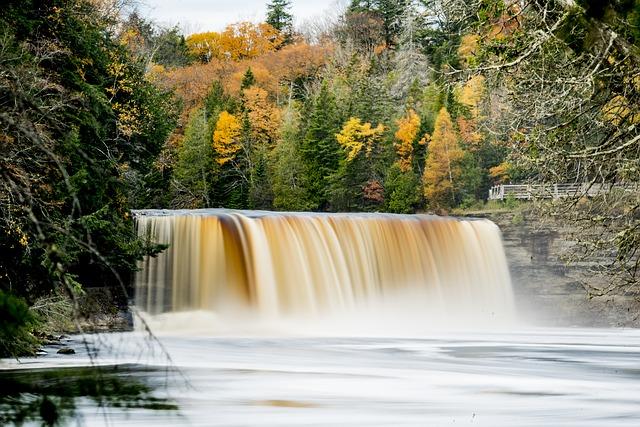 tahquamenon-falls-3584790_640