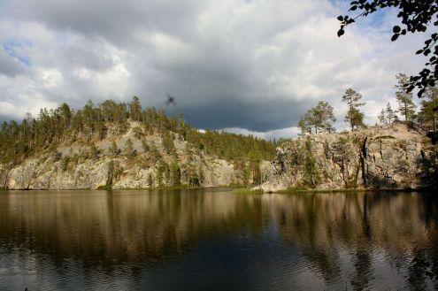 Oulangan kansallispuiston illan rauhassa ulkopuolinen maailma unohtui.