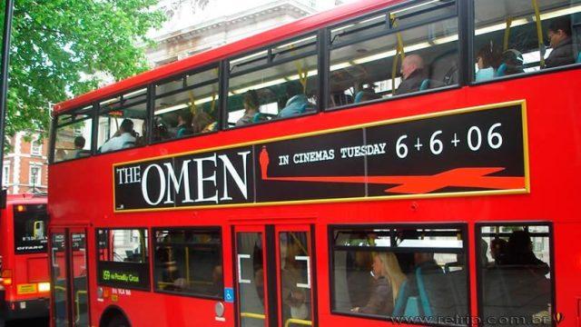 """Tradicional """"Red bus"""" - Ônibus vermelho"""