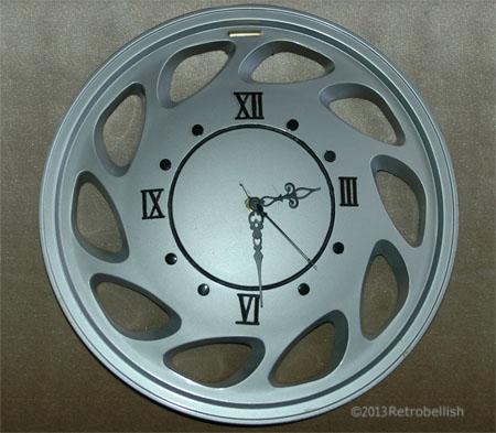 Trashart-hubcap-clock