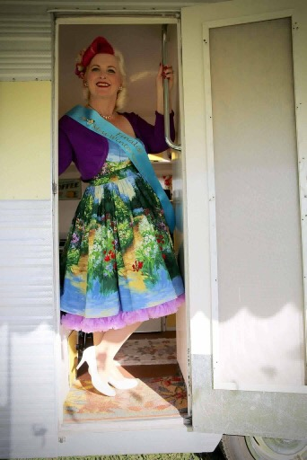 715b199a888aa Pin-up of the Month – Retro Betty
