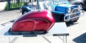 Réservoir de moto rouge candy
