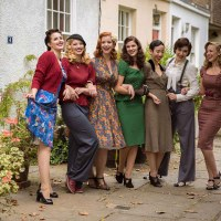 [:de]Elegant und glamourös: Die neue Herbstmode im Vintage-Stil bei Revival Retro[:en]Elegant and glamorous: Autumn Fashion at Revival Retro[:]