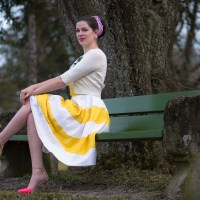 [:de]Sorgt für Frühlingsgefühle: Das gelb-weiße Anna Dress von Dolly and Dotty[:en]Spring Fever with the yellow and white Anna Dress by Dolly and Dotty[:]