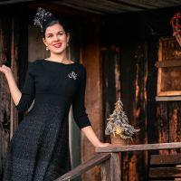 Ein festliches Weihnachts-Outfit von ORSAY für besinnliche Tage zu Hause