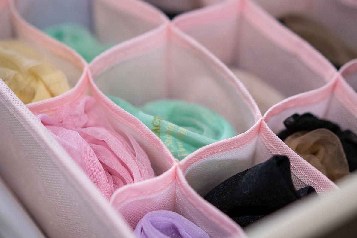 Strumpfhosen aufbewahren: Eine rosa Aufbewahrungsbox für Nylons
