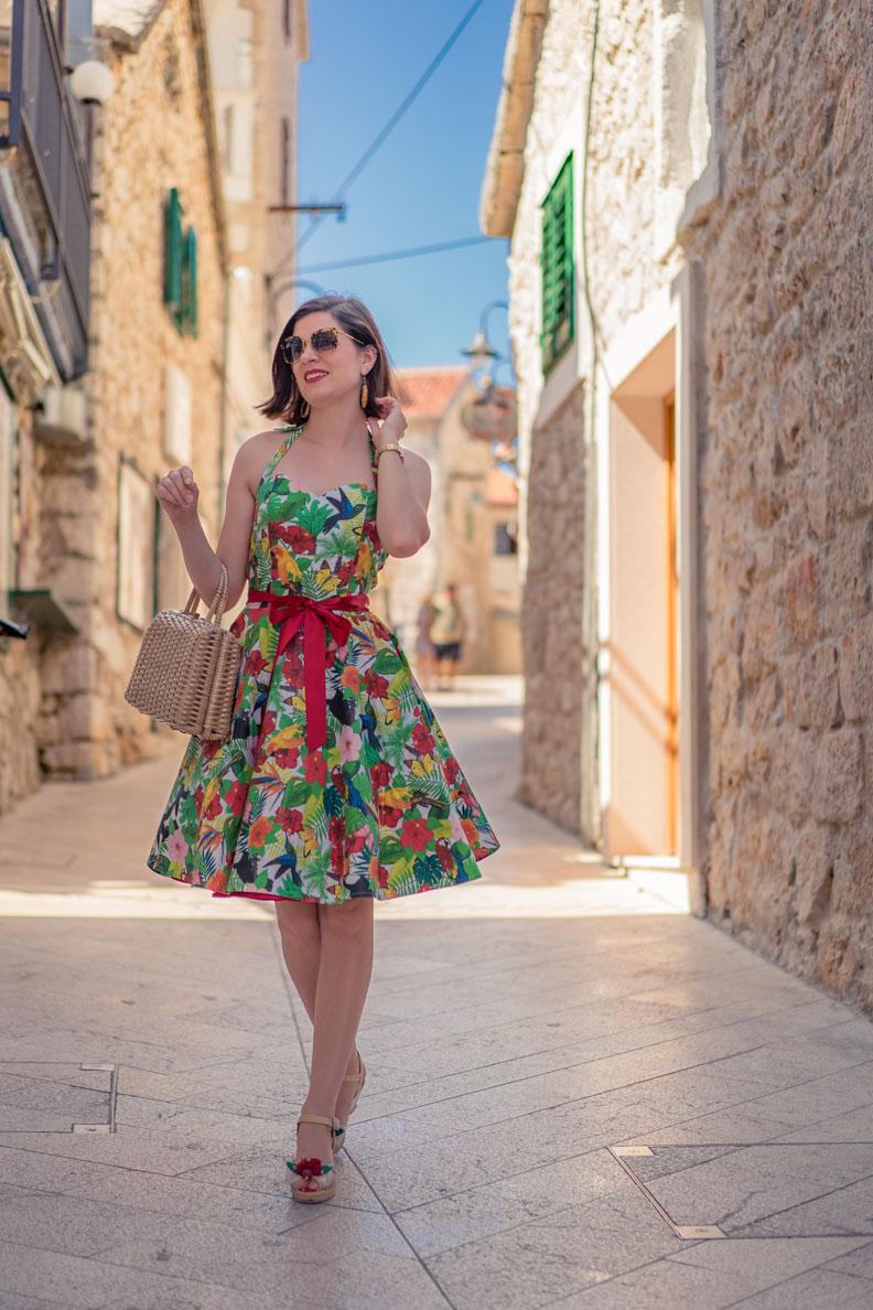 RetroCat mit einem Petticoat-Kleid für den Sommer