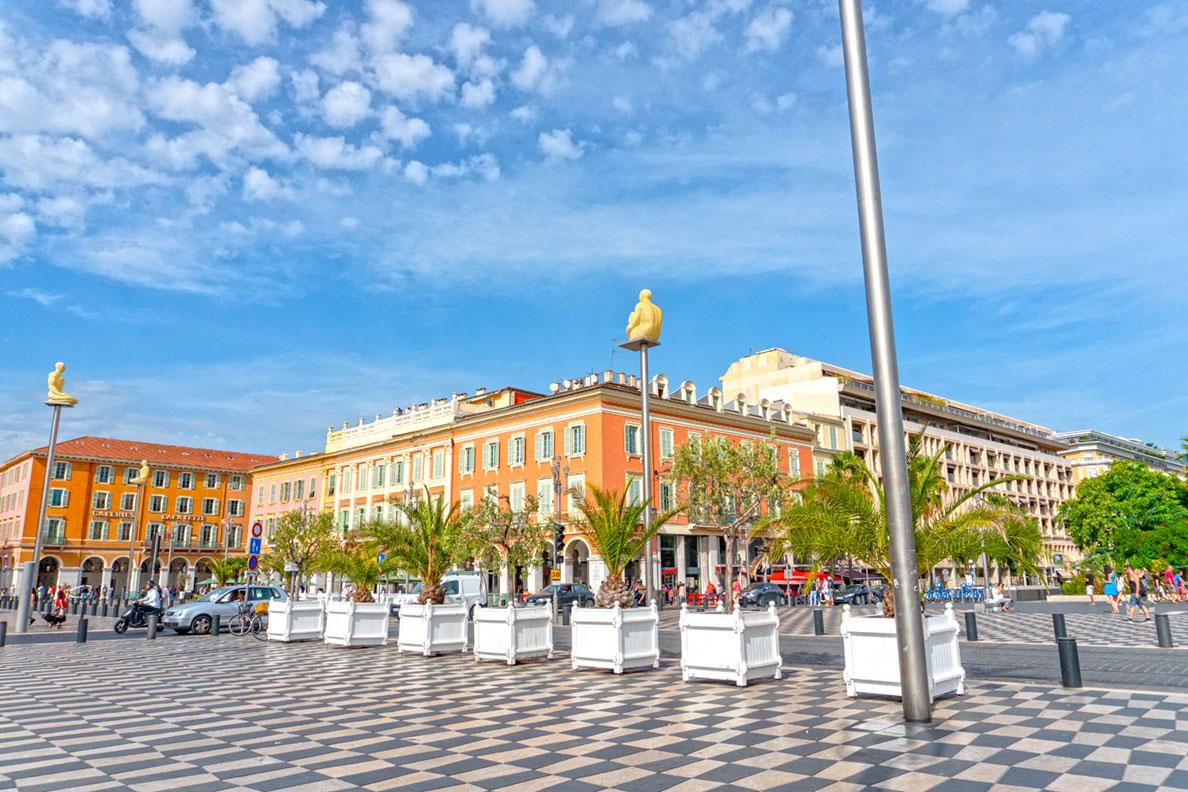 Der Place Massena: Ein Shopping-Paradies in Nizza